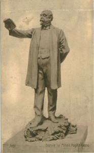 Statuia_lui_Mihail_Kogălniceanu_din_Iaşi1