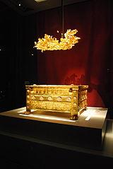 Urna și coroană funerară a lui Filip al II-lea, ambele din aur