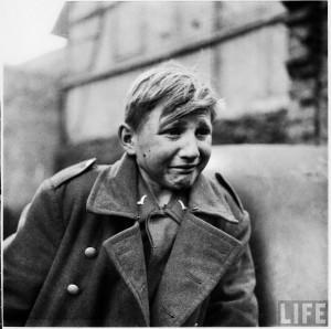 Hans Georg Henke plânge după ce s-a predat sovieticilor