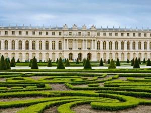Versailles- locul ferit de cuibul de anarhisti de la Paris