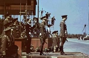 Regele Mihai si Maresalul Ion Antonescu inainte de inceperea defilari din 10 mai1943