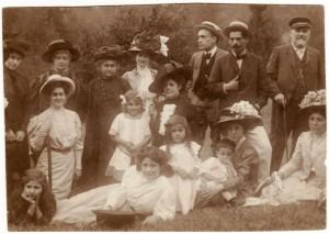 Familiile Constantin Dobrogeanu Gherea şi general P. Cernovodeanu.