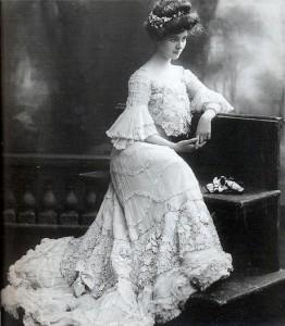 Femeie secol XX