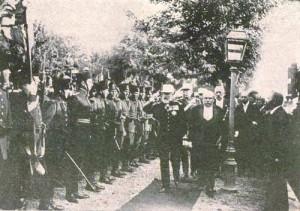Carol I primind onorul in gara Focsani (1912)