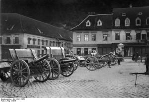 Piese de artilerie capturate de la armata română, staţionate în Piaţa Sfatului de la Braşov, 1916.