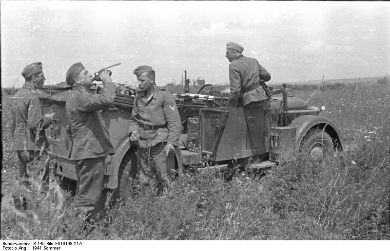 Rumänien, am Pruth, Soldaten bei Rast