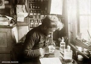 Emil Racovita in laboratorul de pe Belgica