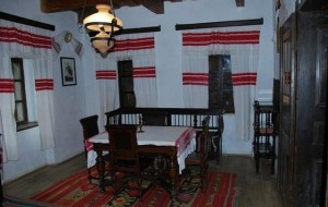 Interior al casei memoriale din Hordou