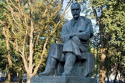 statuie george cosbuc
