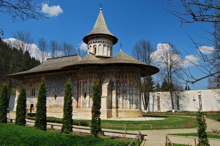 Mănăstirea Voroneț- Capela Sixtină a Orientului. Daniil Sihastru, Platon și  Aristotel | Istorie pe scurt